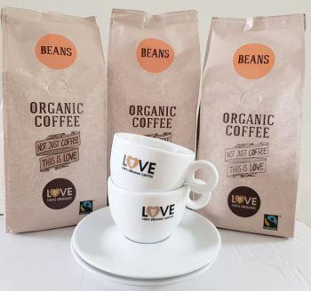 actie love 100% organic koffiebonen 1,5 kg met gratis kop en schotel